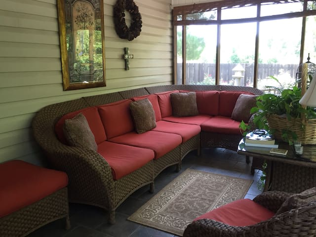 Relax and Recharge in the Parc - Northport - Casa