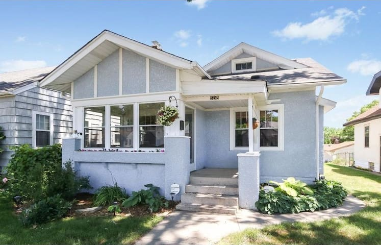 Craftsman Bungalow by light rail, airport, & MOA!