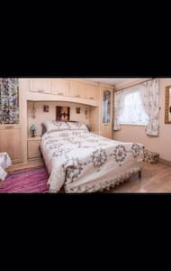 Cosy double bedroom with ensuite - Sheffield - Huis