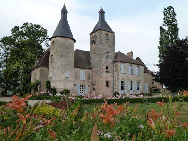 """Château de Clusors classé """"Monument Historique"""""""