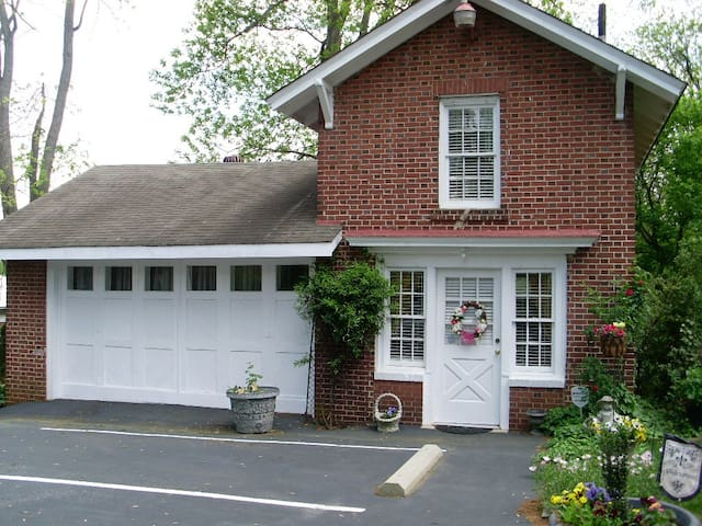 Clichy Inn Bed and Breakfast!!!! - Statesville