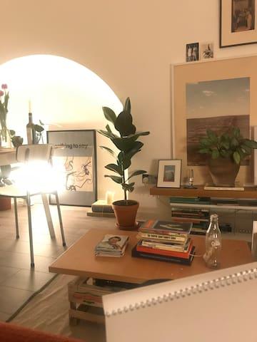 Spacious Single Room in Artists Loft