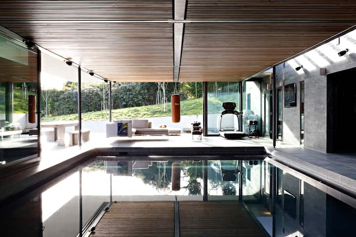 Luxury House Private Indoor Swimming Pool, Hot Tub