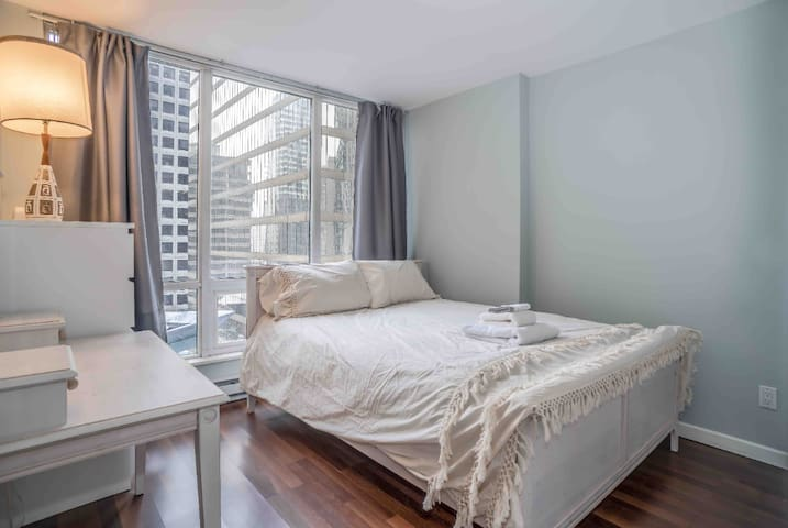 Lovely Condo In Beautiful Coal Harbour Downtown