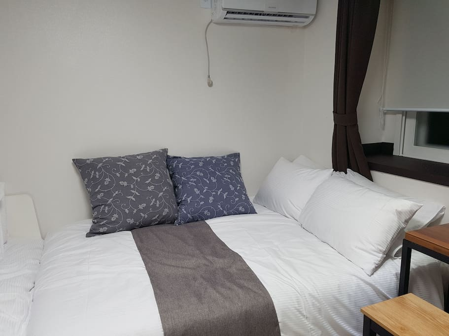 mordern house :double bed for 2