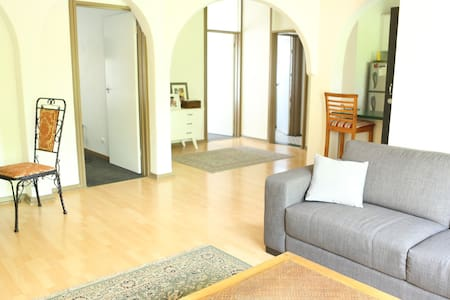 Spacious and light apartment close to town! - Kurralta Park - Lejlighed