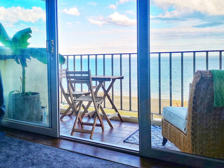 Beach front, balcony, private parking and lift !!!
