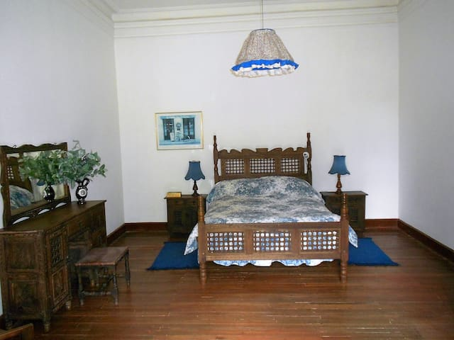 Private Room in a beautiful Colonial House - Sotaquira