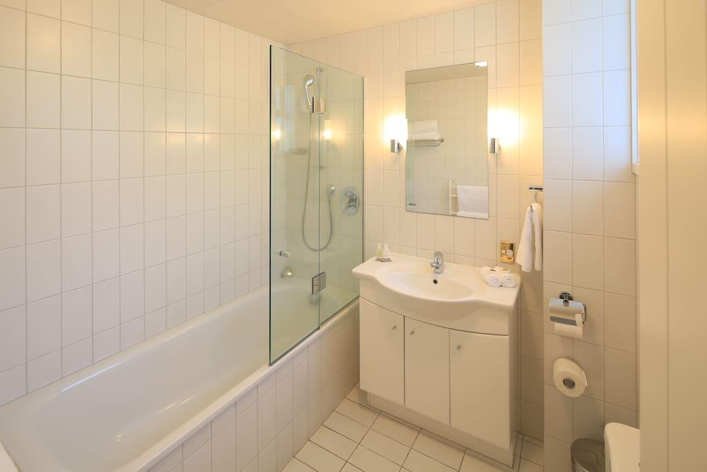Bathroom 2 Bedroom