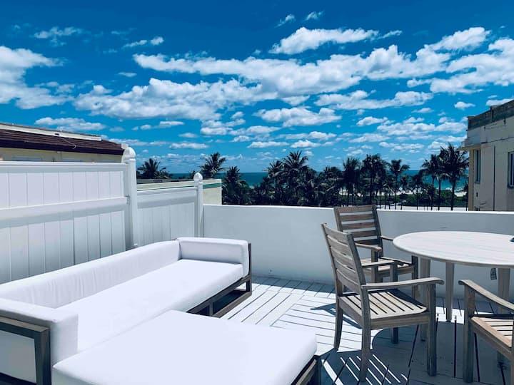 Penthouse on the beach, a terrace on Ocean Dr SoBe