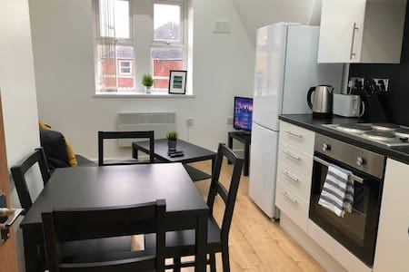 5 Person Spacious & Modern Apartment in Cardiff