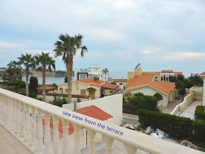Zambas Coral Bay apartment with private pool