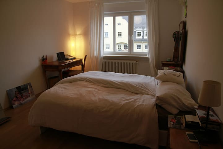 Quiet bright charming flat 10 min. from citycenter - München - Appartement