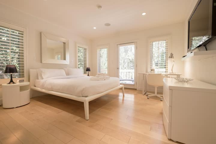 NEW Designer Home in West Hollywood, Privacy, Gym