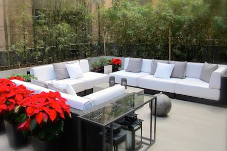 STUNNING 1 Bedroom apartment with a LARGE Terrace - 香港