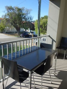 Modern 1 bed close to beach & city - Apartment