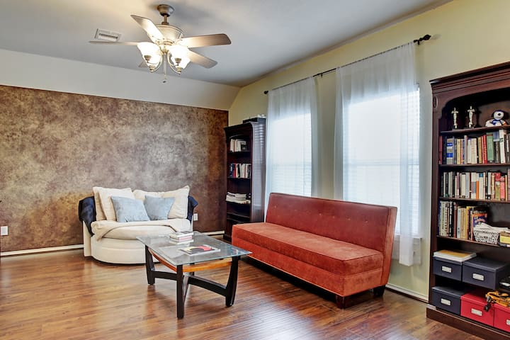 Cozy Townhouse:  NRG, UofH, Medical Car & Downtown