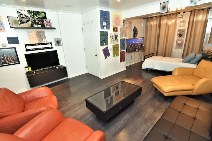 Gallery Apartment with Parking in Heart of Astoria