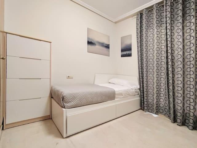 Dormitorio segundo con cama individual convertible en cama de matrimonio