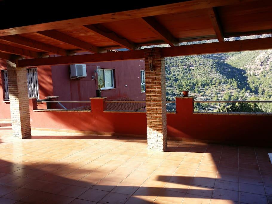 Terraza con vistas a la Sierra Calderona