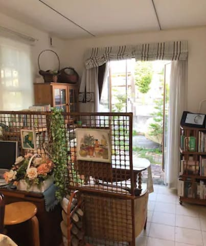 With parking /quiet residential area/freeWIFI/2ppl