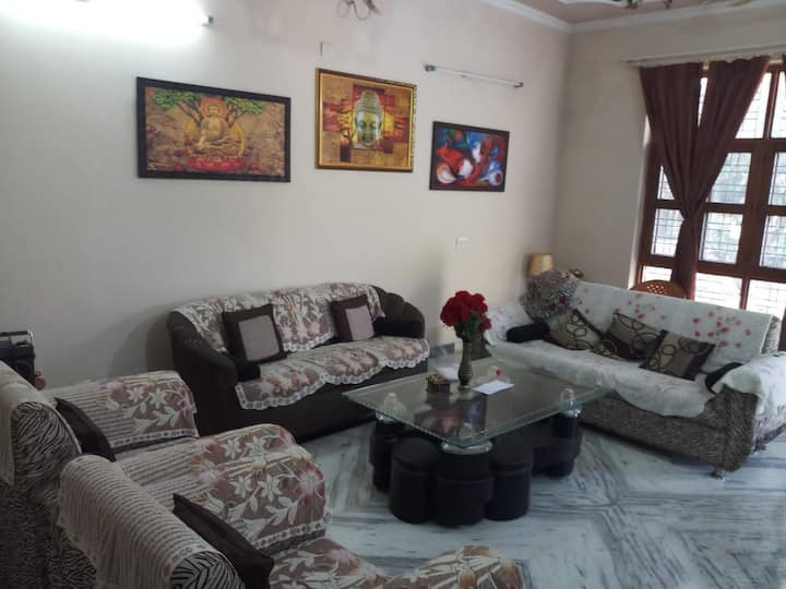 Beautiful 4 BR 3 bath house with separate entry