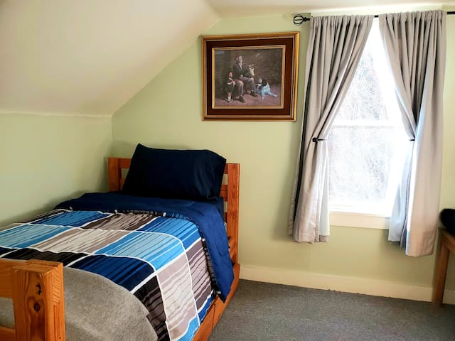 Second bed room with twin bed with pull out trundle. Extra blankets and pillows in drawers. Air- conditioner provide in summer.