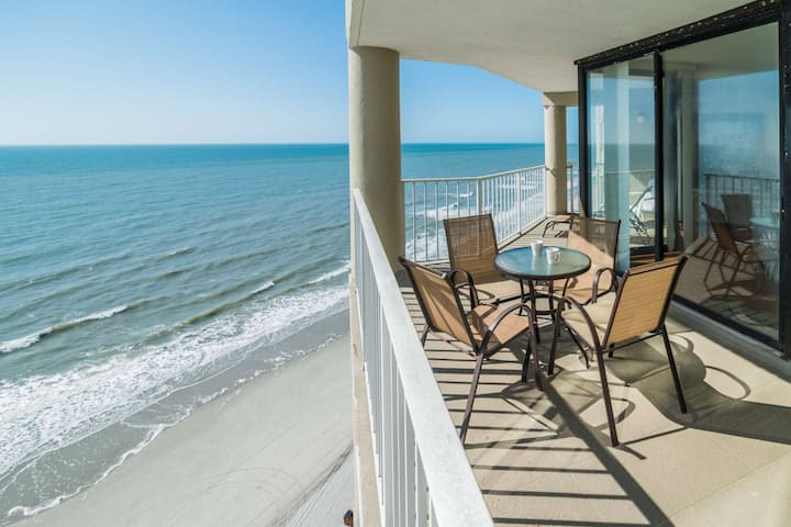 Luxury Oceanfront 3 Bedroom with Free Water Park, Aquarium, Golf & More Every Day! OOP1105