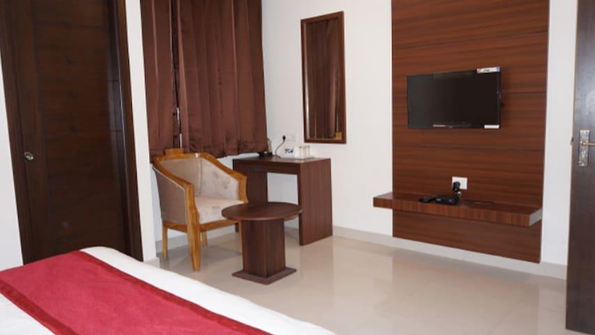 Deluxe Room(Hotel Aakash Residency)