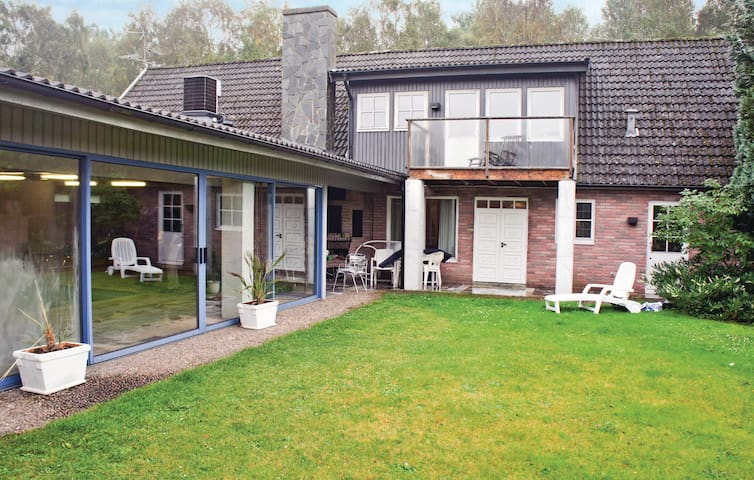 Holiday cottage with 3 bedrooms on 390 m²