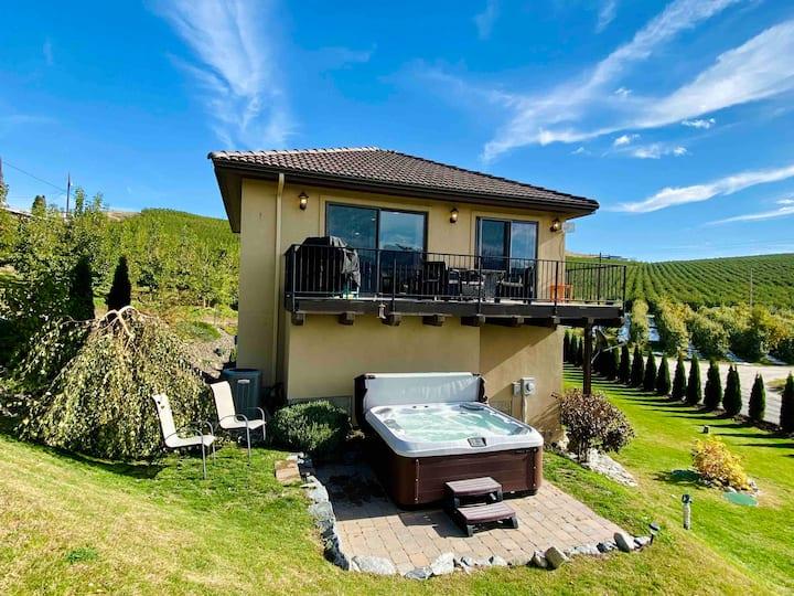 Vineyard Vista-Views + Hot Tub + Walk to Wineries