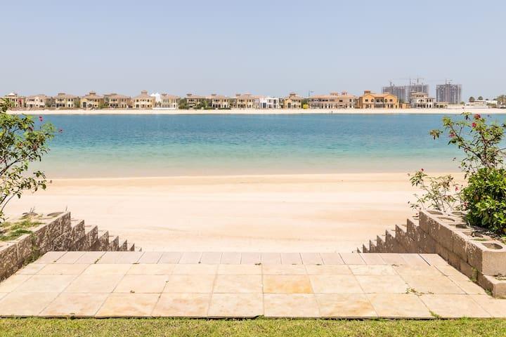 Stunning Villa on Private Beach in Palm Jumeirah - Dubai - Rumah