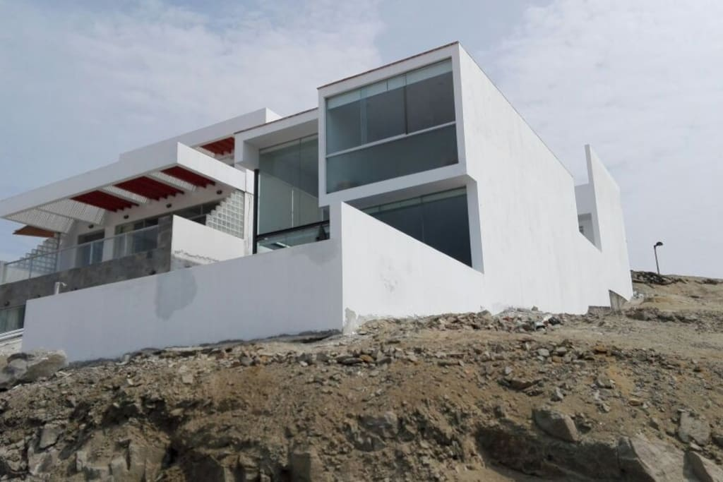 Lovely hilltop beach house with a view
