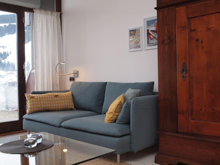 gemütliches Wohnzimmer: rechtes Sofa