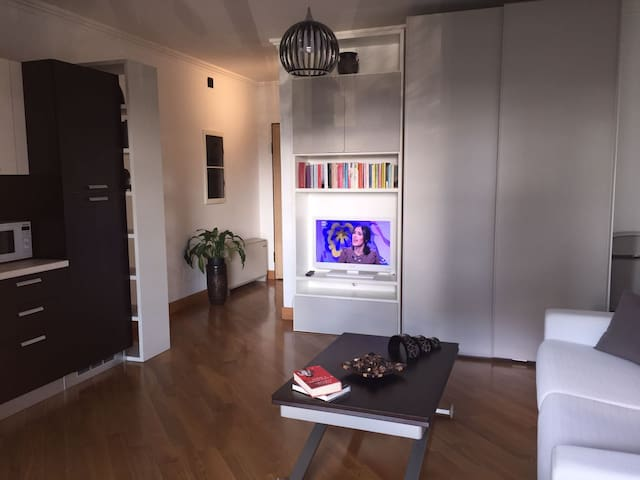 Eur Torrino Studio Apartment - โรม