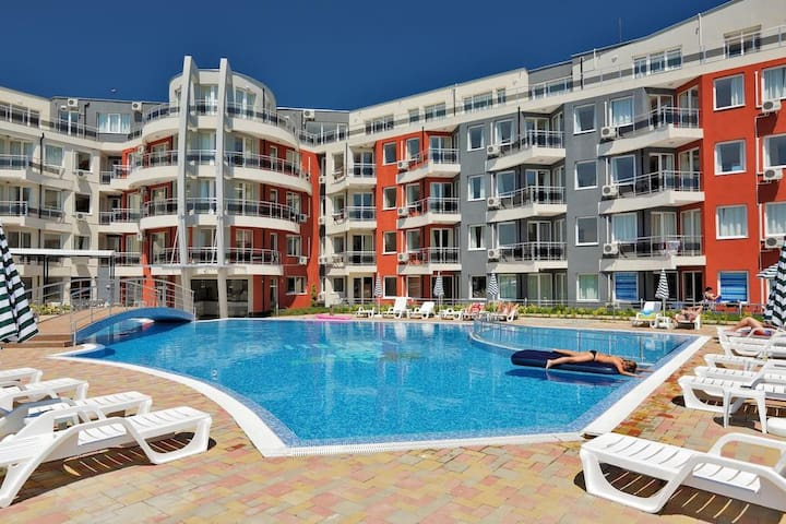 Furnished 2-bedroom apartment near beach