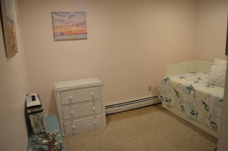 Bonus room with Twin trundle beds