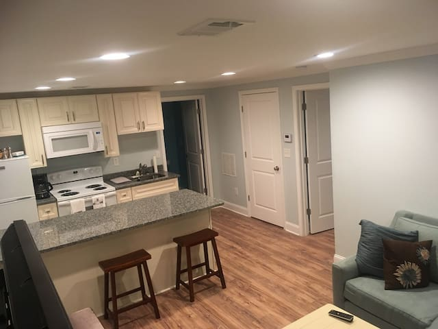 Bright Basement Apt/Sep. Entrance/Fully Equipped