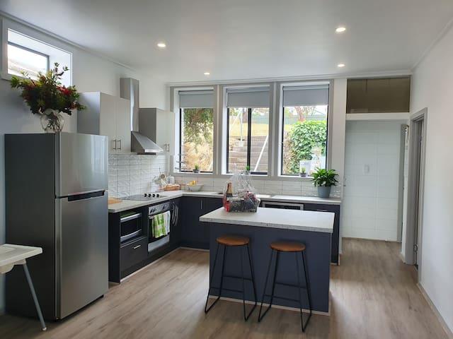 Skipton, Emu Creek/  Rail Trail/ New Apartment!
