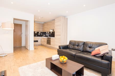 Eclectic Newly-Renovated 1 BDR Apartment