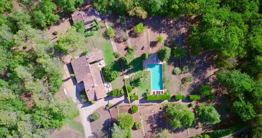 Exceptional private domain (villa & guesthouse)