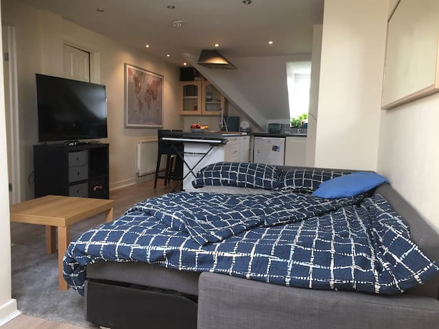 Quiet Studio Apartment near Windsor Road, Penarth