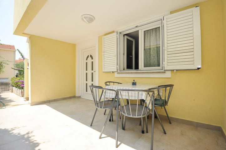 One bedroom apartment near beach Stara Novalja, Pag (A-14883-a)
