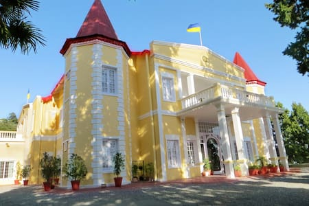 A 100 years old palace in the heart of the hills. - Mussoorie