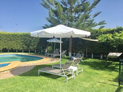 Chara's Villa with Swimming Pool