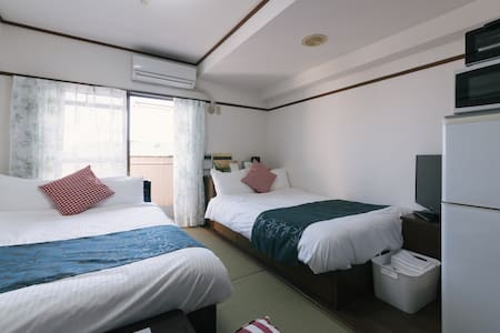 This is a 8-minute walk from the subway sakurazaka station. Good south-facing sunny, it is the best outlook. Entrance room TV intercom, there is auto-lock function. 1 double bed, 1 semi-double bed, bath, toilet is separately. Please check the photos