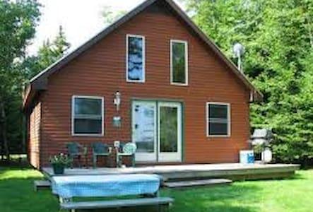 Rockwood Lakefront cabin on remote Moosehead Lake - Rockwood - Kulübe