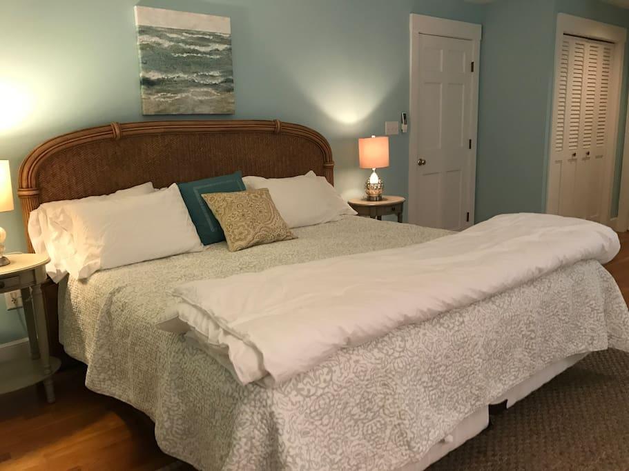 1 of 6 bedrooms master bath AC