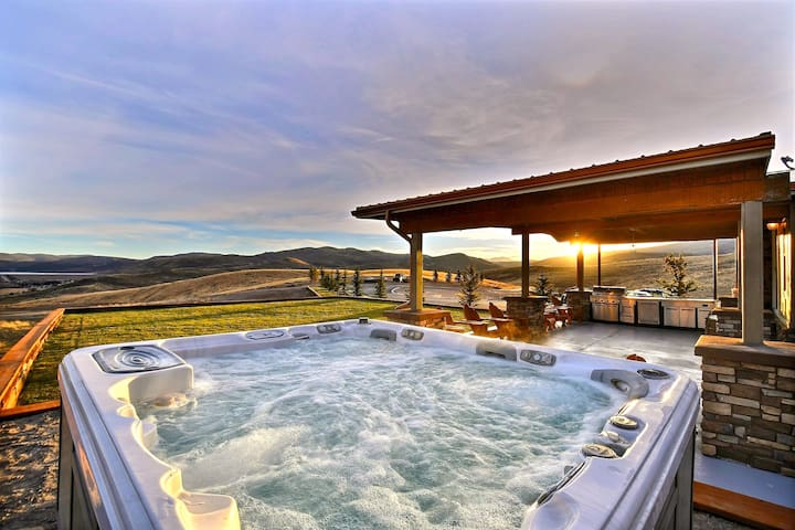 Luxury Ranch 15 min from Park City! Endless Views!