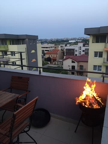 Apartment near Mamaia with terrace and barbeque - Constanța - Huoneisto
